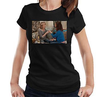 Brudtärnor Annie och Lillian avslöjar Förlovning Women & apos, s T-shirt