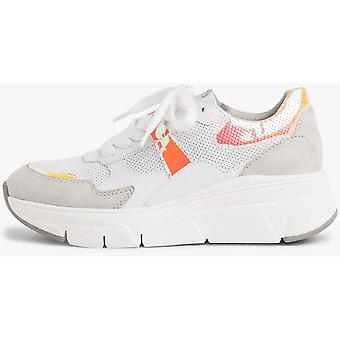 Białe buty na grzebienie płaskie