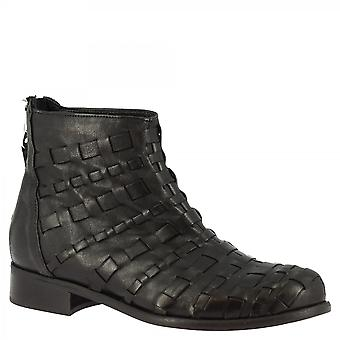 Leonardo Shoes Women's handmade ankle boots black calf leather back zip closure