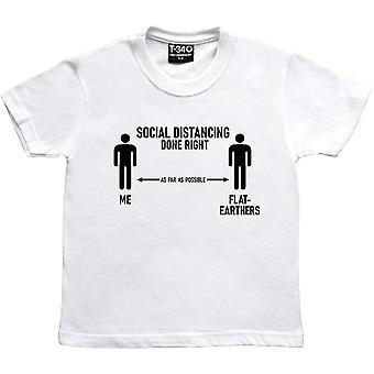Social afstandtagen gjort rigtigt (Flat-Earthers) White Kids' T-shirt