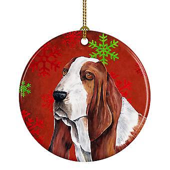 Basset Hound los copos de nieve rojo vacaciones Navidad adorno cerámica SC9412