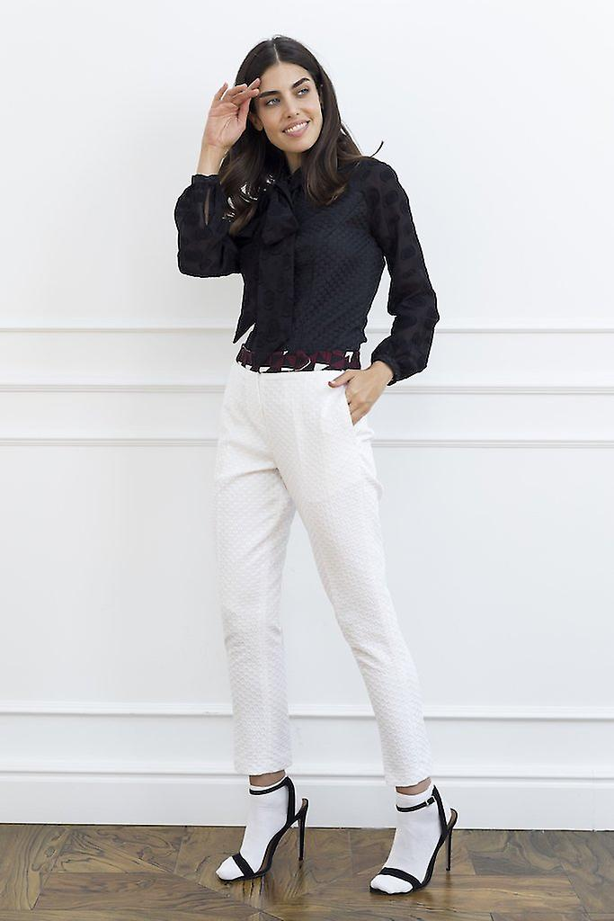 White woman pant with contrast belt