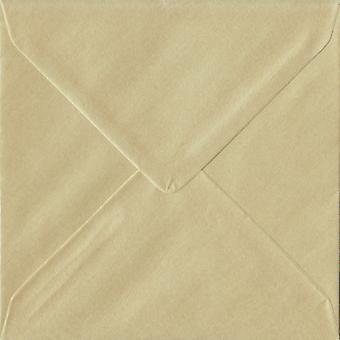 Champagne gommées 130mm carrés enveloppes couleur crème. 100gsm FSC papier durable. 130 mm x 130 mm. banquier Style enveloppe.