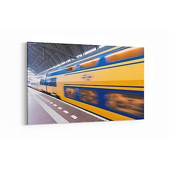 Schilderij - Snel rijdende trein in Amsterdam Centraal Station — 90x60cm