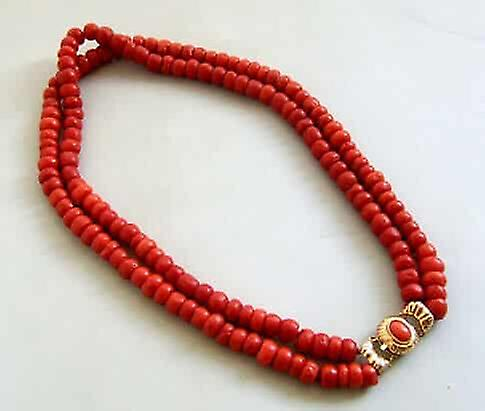 Red coral necklace with gold lock