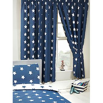 Navy blå og hvite stjerner foret gardiner