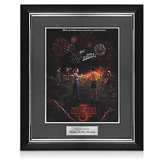 Millie Bobby Brown signiert Fremde Dinge Saison 3 Poster. Deluxe Rahmen