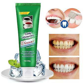 Dents blanchissantes de dentifrice