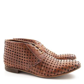 Leonardo Shoes Handmade men's chukka boots in perforated leather