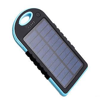 Solar Mobile Power Bank pesii kannettavaa mobiilivirtalaatikkoa, jossa on 2 Usb-porttia