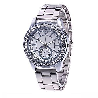 Chic argent Mens Watch luxe pierres élégant fois