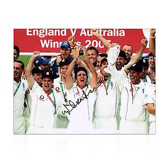 Michael Vaughan unterschrieb England Cricket Foto: Ashes Winners 2005