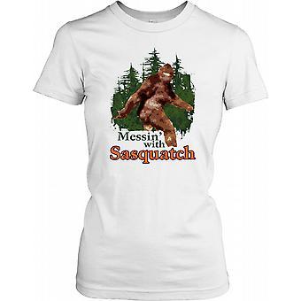 Mexendo com o pé grande - Yeti legal criptografia feminina T-Shirt