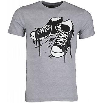 T-shirt-Sneakers-Grey