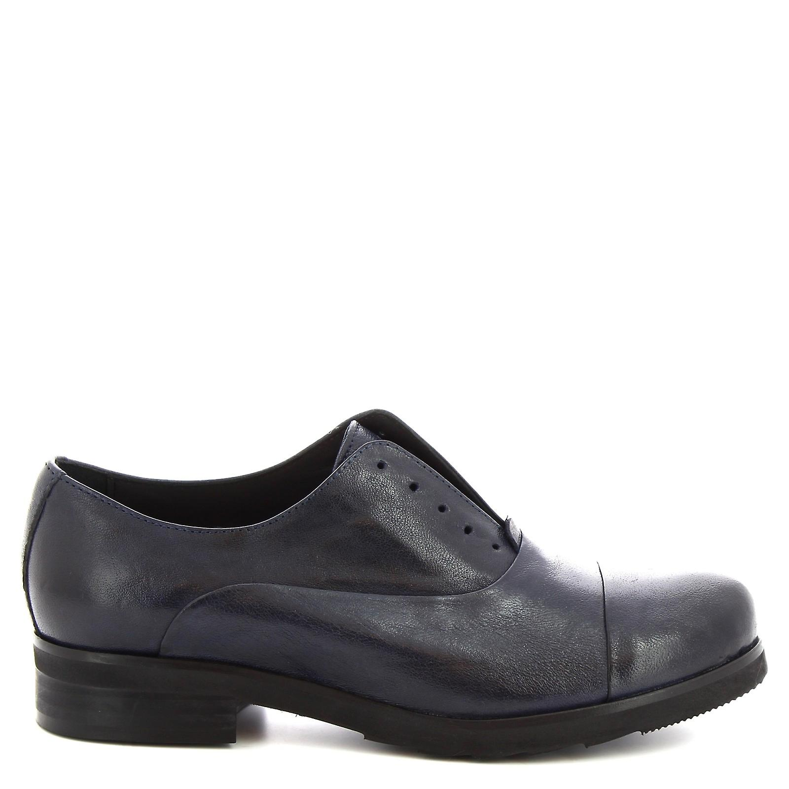 Leonardo Shoes Women's handmade oxford laceless shoes in blue calf leather