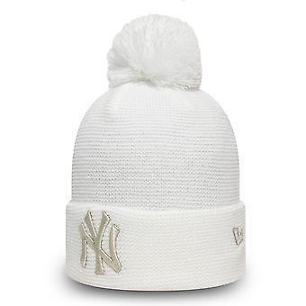 العصر الجديد للمرأة الشتاء قبعة بومل بيني -- نيويورك يانكيز الأبيض