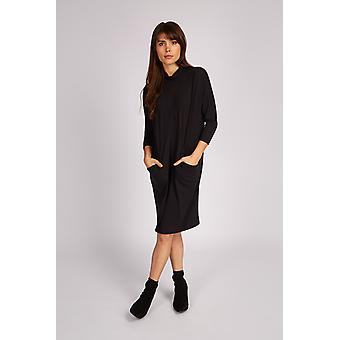 Joy Gillian Ovoid Costura Embudo Cuello Vestido Negro