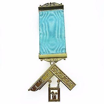 Officier maçonnique de loge d'artisanat passé le bijou de sein de maître