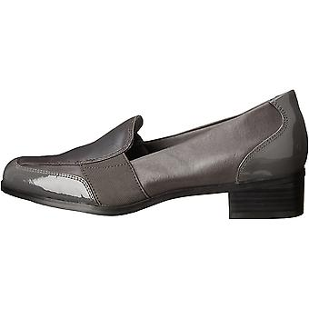 Trotters Women's Shoes Arianna Leather Closed Toe Loafers
