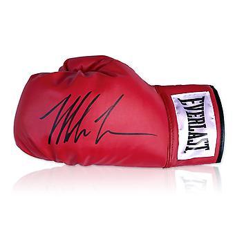 مايك تايسون وقعت قفاز الملاكمة أحمر