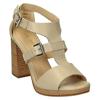 Heeled strappy sandals open toe in beige leather