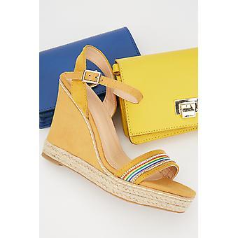 Sandálias de cunha de corte de teia de arco-íris