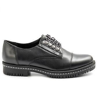 Schwarze Tamaris Damen Slip Auf Schuhe mit Ketten und Ohrstecker