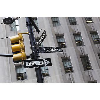 Vägskylt och trafikljus på Broadway New York City New York Sverige PosterPrint