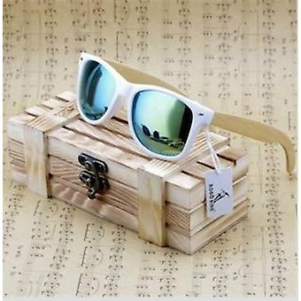 Aidot aidot bambupuu polarisoidut aurinkolasit puulaatikoissa