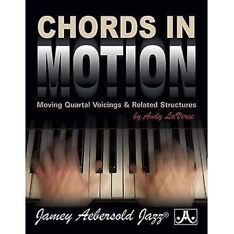 Akkoorden in beweging: het verplaatsen van kwartel Voicings & gerelateerde structuren, spiraal-gebonden boek