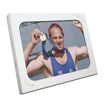 Steve Redgrave signerte OL roing Foto: Sydney gullmedalje. I gaveeske