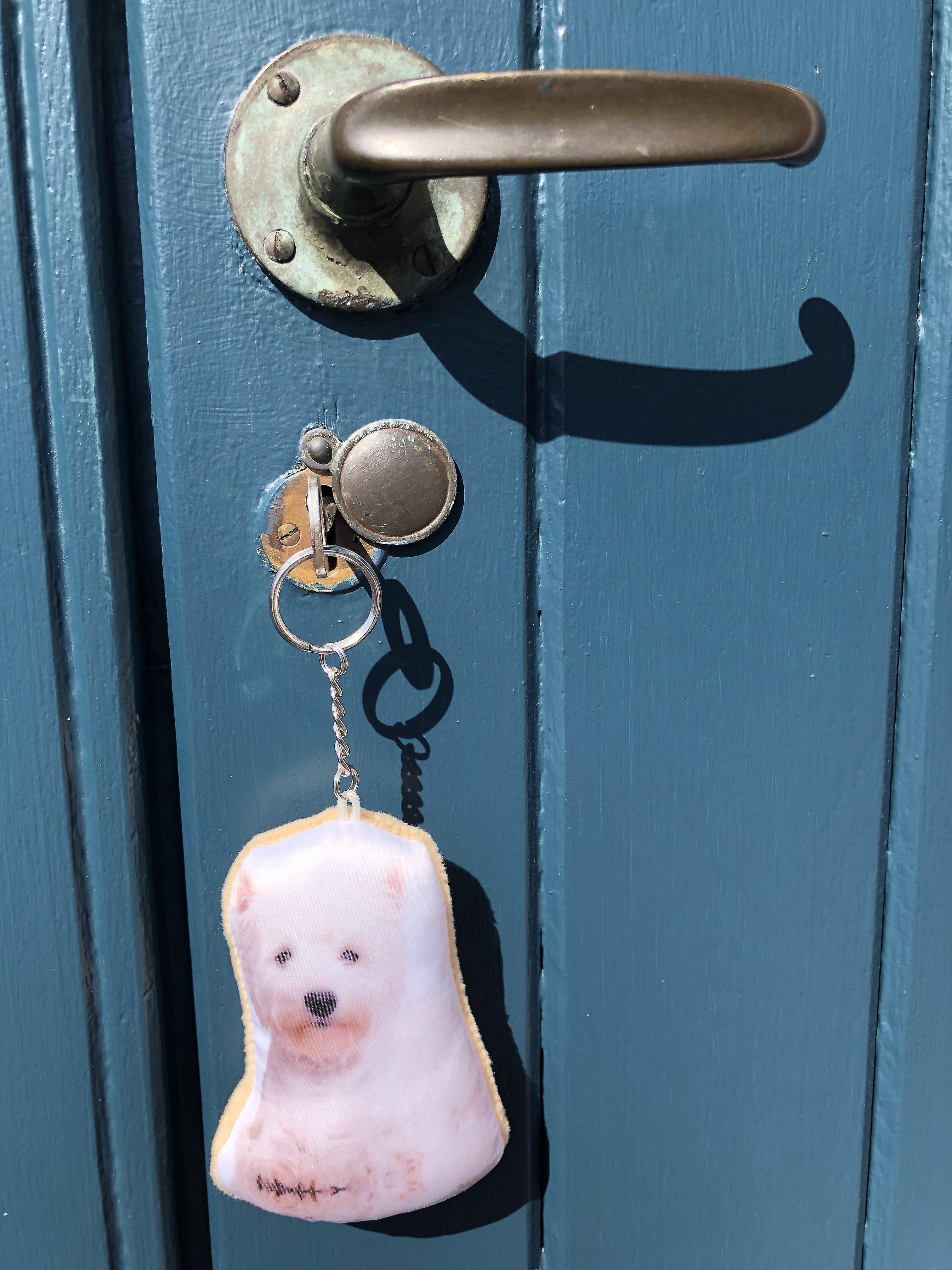 Adorable west highland terrier shapedkeyring