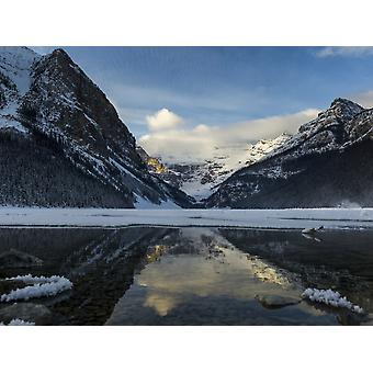 Schroffe Berge und Lake Louise Banff Nationalpark Lake Louise Alberta Kanada PosterPrint