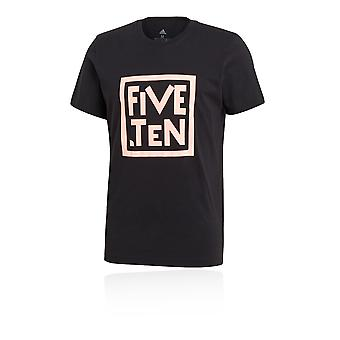 Fem tio grafiska T-shirt
