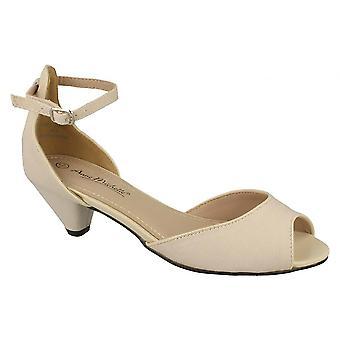 אן מישל נשים/הנשים באמצע סקופ להציץ נעלי בית המשפט