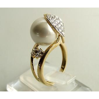 Gold ring with pearl and zirconia