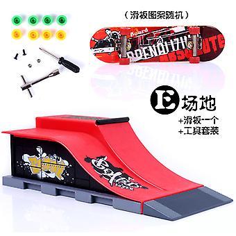 Ny Mini Finger Skating Board Arena Kombinasjon Leker Skate Park Rampe Leketøy Barn Skateboard Rampe