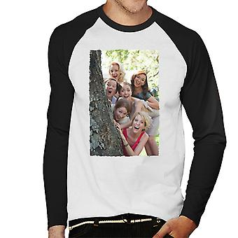 Bridesmaids Bridal Party Around Tree Men's Baseball camiseta de manga larga