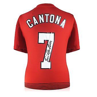 إريك كانتونا يوقع قميص مانشستر يونايتد