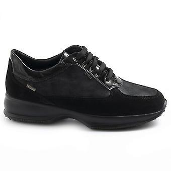 Μαύρο δέρμα και gore-tex γυναικείο παπούτσι