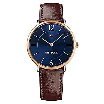 Tommy Hilfiger quartz 1710354 with classical analogue display and black leather strap.