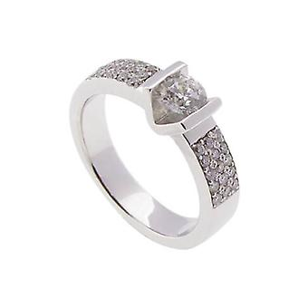 White gold ring with brilliantly cut diamonds