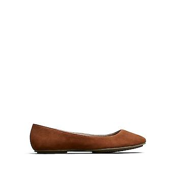 Kenneth Cole REACTION Bella Princess Flat