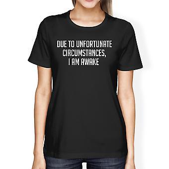القمصان السوداء المحملة الظروف المؤسفة المرأة المطبعية