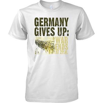 Germany Gives Up - War Ends 2pm - WW1 - Mens T Shirt