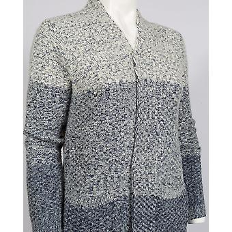 Un acogedor suéter de cárdigan de punto largo cálido