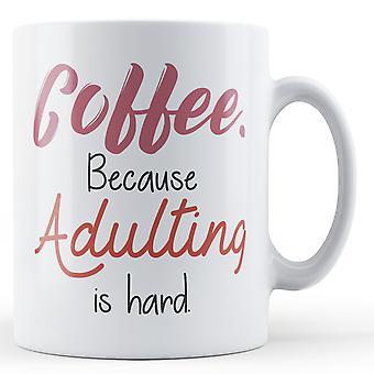 Café. Porque Adulting es difícil. -Taza impresa