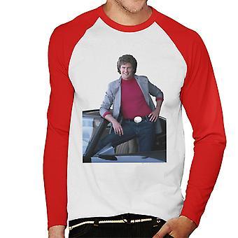 Knight Rider Michael Knight poserar i KITT Men's Baseball Långärmad T-shirt