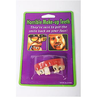 Denti falsi scherzi con un divario tra i denti anteriori