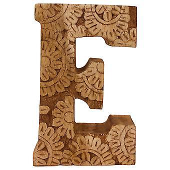 Kirjain E käsin veistetty puukukka
